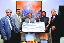The Minister for Mines and Steel, Narendra Singh Tomar received on behalf of the Government of India the first interim dividend cheque for Rs.951.58 crore for the year 2014-15 from the Chairman-cum-Managing Director of NMDC Limited, Narendra Kothari