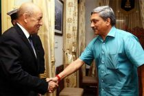 The French Defence Minister, Jean-Yves Le Drian calling on the Union Minister for Defence, Manohar Parrikar, in New Delhi