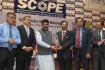 The MoS (IC) for Petroleum and Natural Gas, Dharmendra Pradhan presenting the Oil Industry Safety Awards