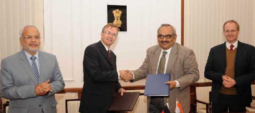 The Finance Secretary, Rajiv Mehrishi and the Head of Development Cooperation, Embassy of Germany to India, Heiko Warnken