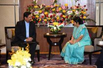 The Minister for External Affairs and Overseas Indian Affairs, Sushma Swaraj meets Vice Prime Minister Showkutally Soodhun of Mauritius in Gandhi Nagar, Gujarat on the sidelines of 13th Pravasi Bharatiya Divas