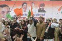 Kejriwal, Bedi, Maken file nominations for Delhi battle
