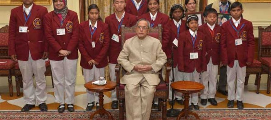 The President, Pranab Mukherjee with the winners of the National Bravery Awards-2014, at Rashtrapati Bhavan, in New Delhi