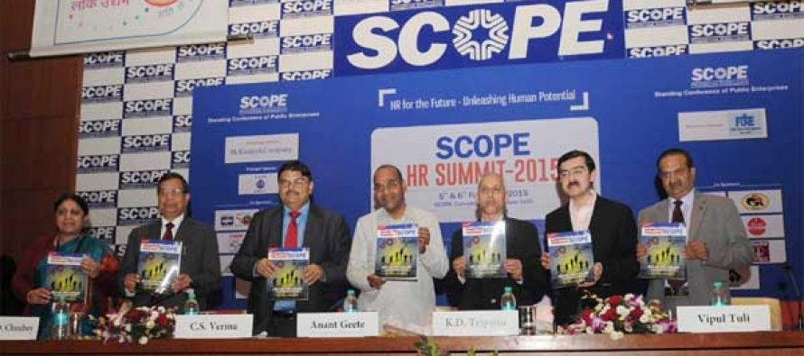 """The Minister for Heavy Industries and Public Enterprises, Anant Geete releasing the publication at the inauguration of the """"SCOPE HR Summit 2015"""