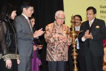 The President of the Republic of Singapore, Dr. Tony Tan Keng Yam lighting the lamp to inaugurate the exhibition