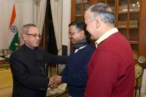 Kejriwal meets president, gets books