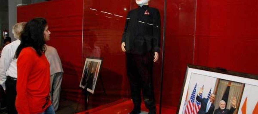 Modi's 'name-striped' suit auctioned for Rs.4.31 crore