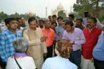 Tourism minister pays surprise visit to Taj Mahal