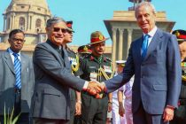 The Spanish Defence Minister, Pedro Morenes Eulate being received by the MoS for Planning (IC) and Defence, Shri Rao Inderjit