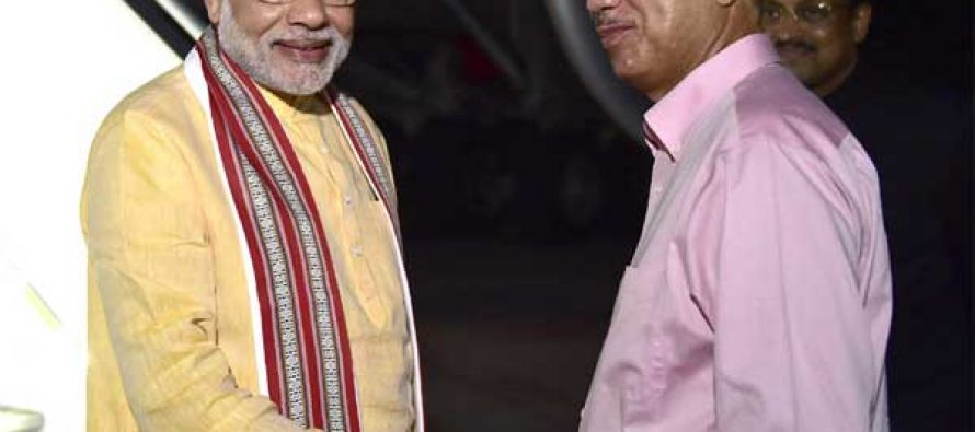 The Prime Minister, Narendra Modi being received by the President of Seychelles, James Michel on his arrival, at Seychelles
