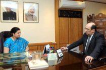 The Ambassador of Armenia to India, Ara Hakobyan meeting the Minister for Human Resource Development, Smriti Irani