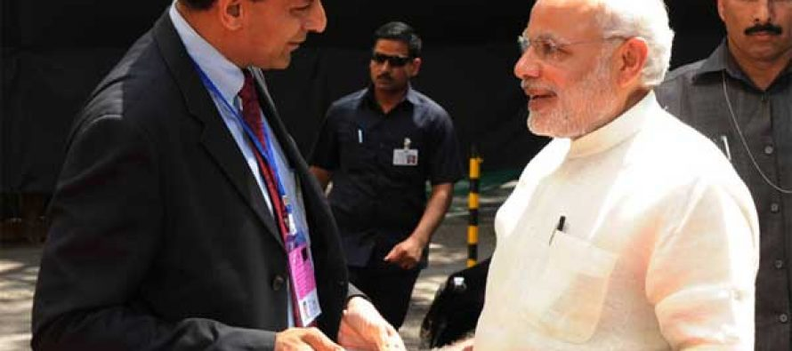 The PM, Narendra Modi being received by the Governor of Reserve Bank of India, Raghuram Rajan at the Financial Inclusion Conference of RBI