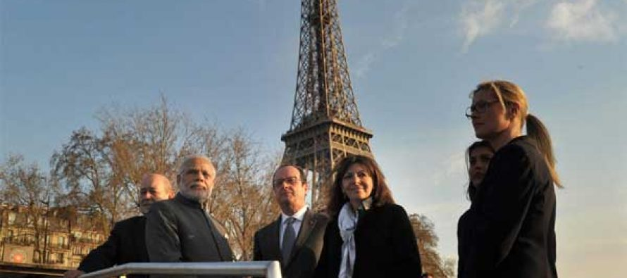 The Prime Minister, Narendra Modi and the President of France, Francois Hollande, during the boat ride on La Seine, in Paris