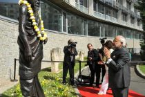 The Prime Minister, Narendra Modi paying homage to the statue of Aurobindo, at UNESCO, in Paris on April 10, 2015.