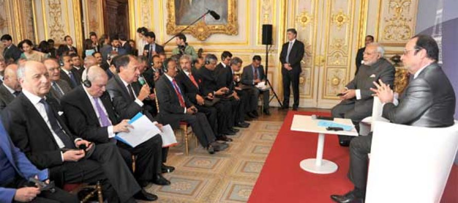 The PM, Narendra Modi and the President of France, Francois Hollande at the India-France CEO Forum, in Paris on April 10, 2015.