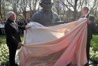 The Prime Minister, Narendra Modi unveiling the bust of Mahatma Gandhi, at Culemannstrasse, in Hannover, Germany