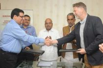 The CMD, ALIMCO, D.R. Sarin and the Chief Executive Officer, M/s Motivation U.K., Richard Frost exchanging the signed documents