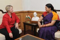 The Mayor of Houston, Texas, USA, Annise D. Parker meeting the Minister for Human Resource Development, Smriti Irani