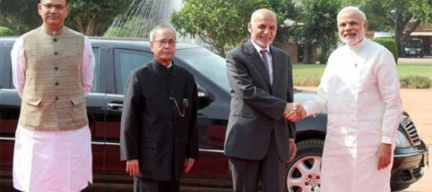 The President of the Islamic Republic of Afghanistan, Dr. Mohammad Ashraf Ghani being welcomed by the President, Pranab Mukherjee