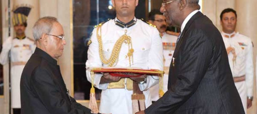 The High Commissioner-designate of Bahamas, Lowell J. Mortimer presenting his credential to the President, Pranab Mukherjee