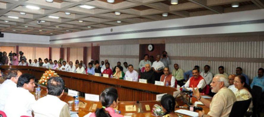 Prime Minister Narendra Modi; Lok Sabha Speaker Sumitra Mahajan with delegation of  Kirit Somaiya Yuvak Pratishthan