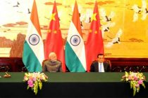 The Prime Minister, Narendra Modi and the Chinese Premier, Li Keqiang witnessing the signing of agreement, at Great Hall of People