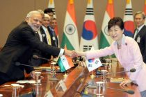 The Prime Minister, Narendra Modi and the President of Republic of Korea, Park Geun-hye, at the delegation Level Talks
