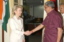 The Union Minister for Defence, Manohar Parrikar welcoming the German Defence Minister, Dr. Ursula von der Leyen,