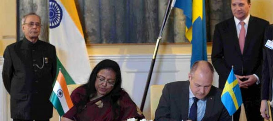 The President, Pranab Mukherjee and the Prime Minister of Sweden, Stefan Lofven witnessing the signing of agreements,