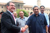 The Defence Secretary of US, Dr. Ashton Carter being received by the Union Minister for Defence, Manohar Parrikar, in New Delhi