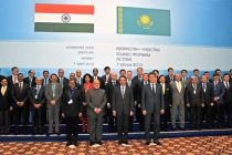 The Prime Minister, Narendra Modi in a group photograph with the CEOs and business leaders of Kazakhstan and India