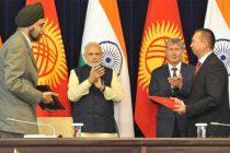 The Prime Minister, Narendra Modi and the President of Kyrgyz Republic, Almazbek Atambayev witnessing the signing of agreement,