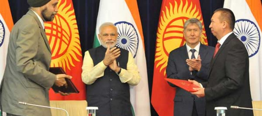 The Prime Minister, Narendra Modi and the President of Kyrgyz Republic, Almazbek Atambayev witnessing the signing of agreement,