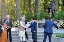The Prime Minister, Narendra Modi shaking hands with the Prime Minister of Kyrgyz Republic, Temir Sariyev