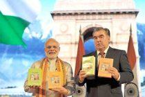 The Prime Minister, Narendra Modi and the President of Tajikistan, Emomali Rahmon releasing the Hindi translation