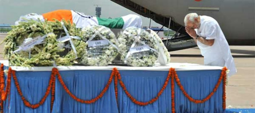 President, PM pay tributes to Kalam at airport