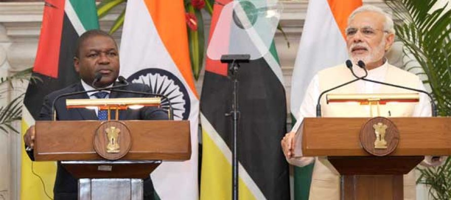 The Prime Minister, Narendra Modi giving his statement to the media with the President of the Republic of Mozambique, Filipe Jacinto Nyusi,