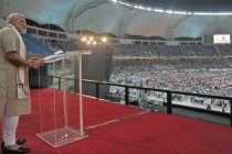 The Prime Minister, Narendra Modi addressing the gathering at the Indian Community Reception, in Dubai Cricket Stadium