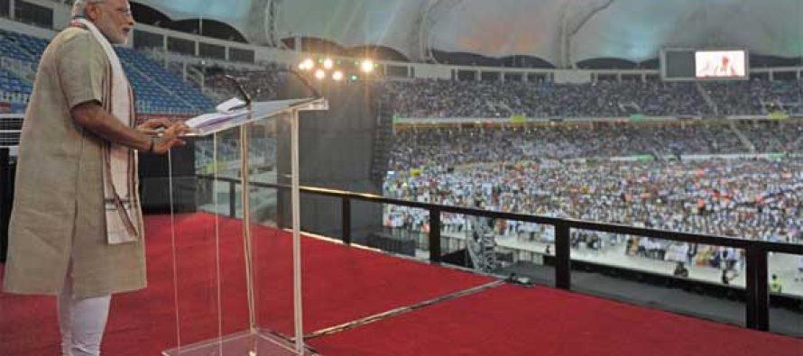 The Prime Minister, Narendra Modi addressing the gathering at the Indian Community Reception, in Dubai Cricket Stadium
