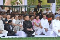 The President, Pranab Mukherjee, the Vice President, Mohd. Hamid Ansari and other dignitaries at a prayer meeting, at the Samadhi of the former Prime Minister, late Rajiv Gandhi