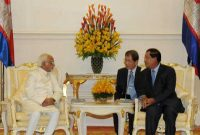 Vice President, Mohd. Hamid Ansari meeting the Prime Minister of Cambodia, Hun Sen, in Phonm Penh, Cambodia