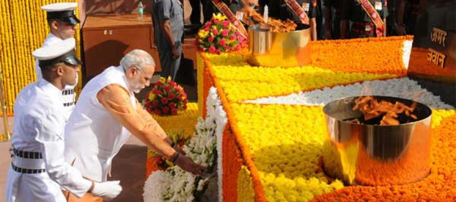 Prime Minister, Narendra Modi laying wreath at Amar Jawan Jyoti, India Gate, for paying homage to the brave soldiers