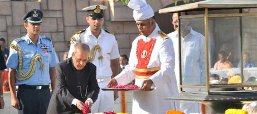 President, Pranab Mukherjee paying floral tributes at the Samadhi of Mahatma Gandhi on his 146th birth anniversary