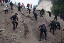 Fresh landslide shuts Jammu-Srinagar highway
