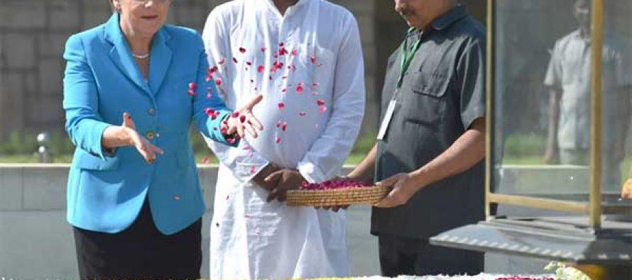 The German Chancellor, Dr. Angela Merkel paying floral tributes at the Samadhi of Mahatma Gandhi, at Rajghat, in Delhi