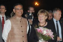 The German Chancellor, Angela Merkel being received by the MoS for Finance, Jayant Sinha, on her arrival,