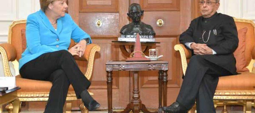The German Chancellor, Dr. Angela Merkel meeting the President, Pranab Mukherjee, at Rashtrapati Bhavan, in New Delhi