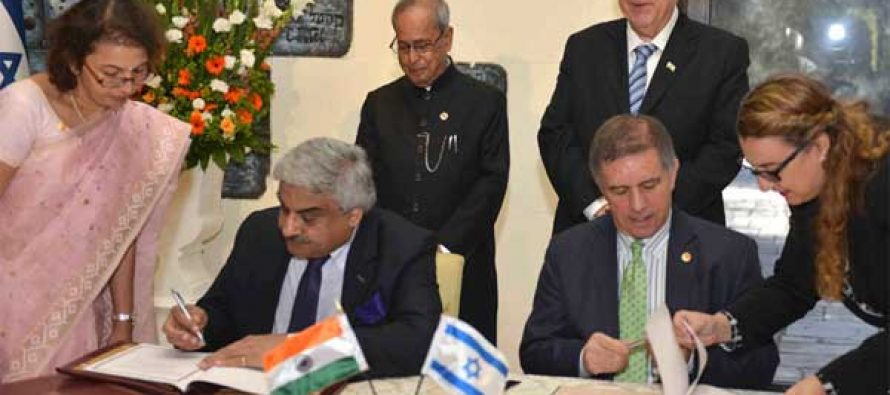 President, Pranab Mukherjee and the President of Israel, Reuven Rivlin witnessing the Signing of Agreement, at President House