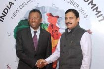 President of Madagascar, Hery Rajaonarimampianina being received by the MoS for Science and Technology and Earth Science, Y.S. Chowdary,