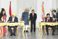 Vice President, Mohd. Hamid Ansari and the Vice President of Indonesia, Mr. Jusuf Kalla witnessing the signing of MoUs
